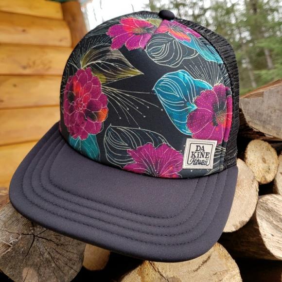 d71655f5ea1 Dakine Accessories - Dakine Hawaii Trucker Hat